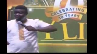 SEYILAW AND KATE HENSHAW KISS ON STAGE   AYLIVE 2016