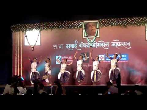 Sawai Gandharv Bhimsen Mahotsav 2011(majhe Maher Pandhari) video
