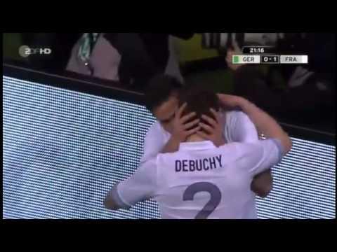 Polemico Beso entre Futbolistas Franceses da la Vuelta al Mundo Los jugadores de la selección francesa de fútbol Olivier Giroud y Mathieu Debuchy celebraron ...