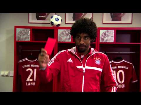 Thiago, Dante, Arjen Robben und Mario Mandzukic am Kickertisch | FC Bayern München im WM-Fieber