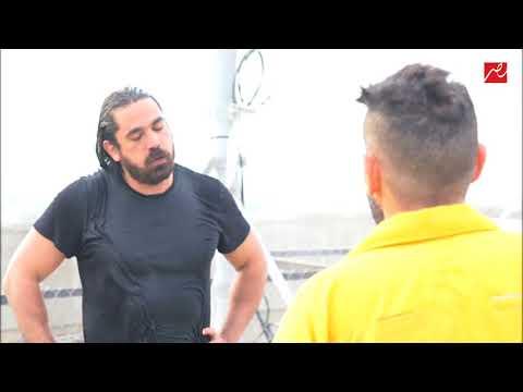 رد فعل عنيف من أمير كرارة وضرب رامز جلال بقورة بعد اكتشاف مقلب رامز بيلعب بالنار