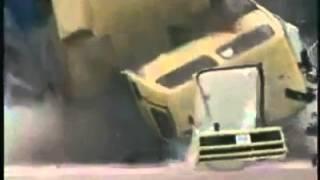 හිතන්නවත් බැරි අනතුරක් ..... Lorry accident