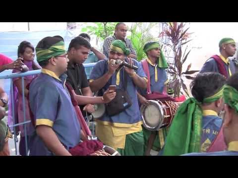 Siva Sakthi Muniandy Urumi Melam(Singapore) - Velan Song for...
