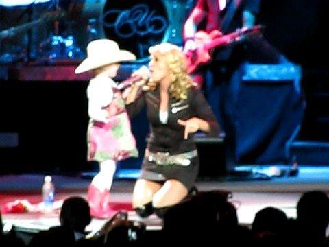 Carrie Underwood All American Girl in Detroit 10/04 w/cute girl
