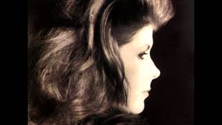 Watch Kirsty MacColl Tread Lightly video