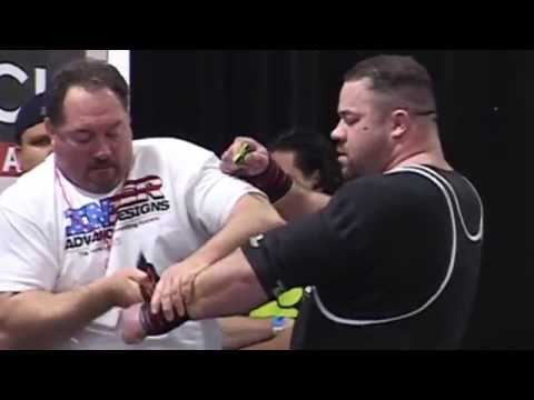 Ryan Kennelly's BLOODY 953 lb Bench Press Attempt - Feb 2007