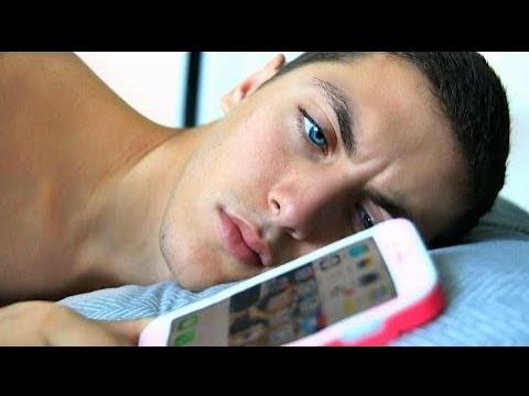 Boyfriend Swaps Phone With GIRLFRIEND For Day!