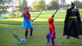 Spider-man/girl  VS Batman ? Spider-man/girl mowing lawn & fight  Batman