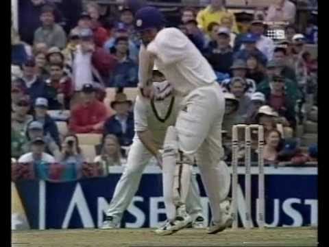 Sachin Tendulkar DESTROYS Glenn McGrath-BRUTAL BATTING FROM THE GOD OF CRICKET!
