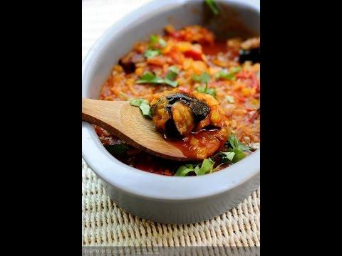 Баклажаны с булгуром (или рисом) в томатном соусе.