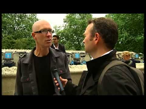 G8 protesters battle police