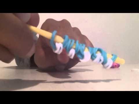 Faire des fleurs avec un crochet videolike - Comment faire une fleur en elastique ...