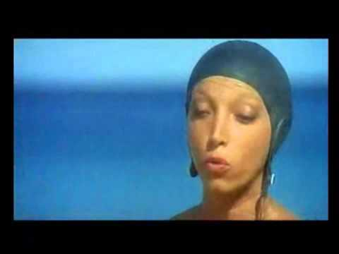 Recita di Mariangela Melato in Travolti da un insolito..... . film del 1974 (inizio)