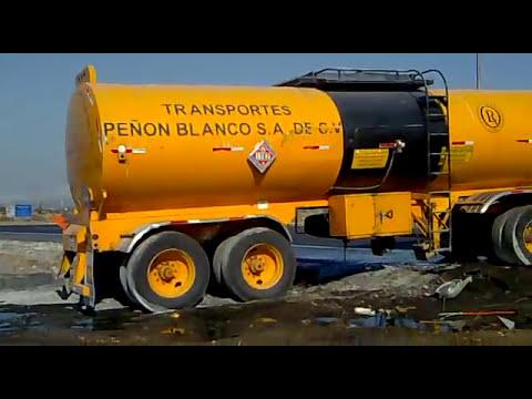 Vuelca trailer con disel antes de Autopista Mty-Saltillo