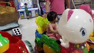 Bé đi siêu thị và khu vui chơi cùng bố mẹ @ Phuong Chi Tivi