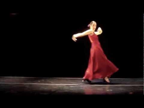 Carolina Santos Read performing