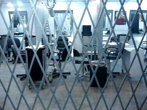 Rejas plegables y de ballesta youtube for Puerta de acordeon castorama