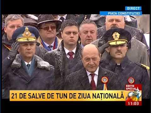 Parada de 1 Decembrie Sosirea lui Traian Basescu si intonarea imnului national