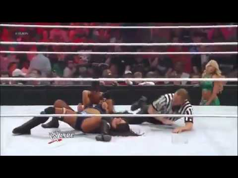 Divas Champion Layla And Kelly Kelly Vs Maxine And Natalya - Wwe Raw 5 07 12 video