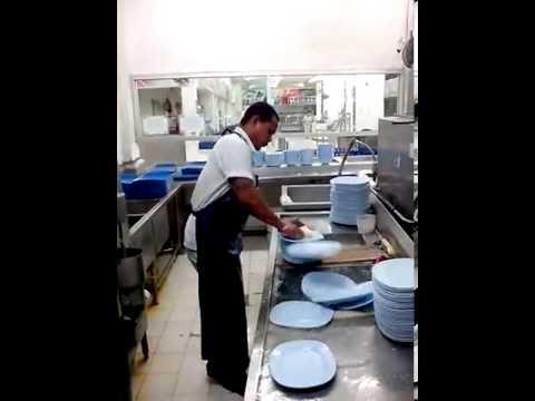Lavare 50 piatti in 10 secondi