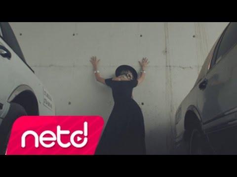 Mahala Rai Banda feat. Buppy Brown - Kan Mahala