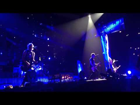 5 seconds of summer - wrapped around you finger, FRONT ROW, Stockholm Sweden, 13.5.15