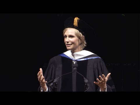 Jane Lynch keynotes Columbia College Chicago Commencement 2016