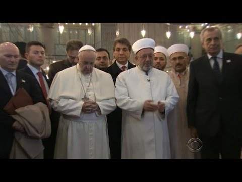 Pope Francis seeks interfaith dialogue during Turkey visit
