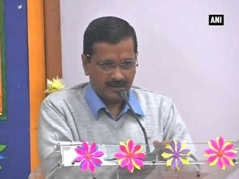 Kejriwal takes pledge to combat air pollution in Delhi
