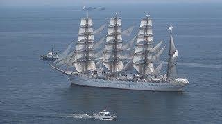 開港150年、帆船が祝福