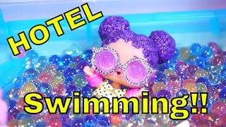 LOL SURPRISE DOLLS Go Swimming At Hotel!