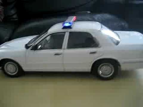 Ford Crown Vic Diecast Police Car 1/18 Light Package