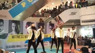 mj5 best live performance in seasons mall pune