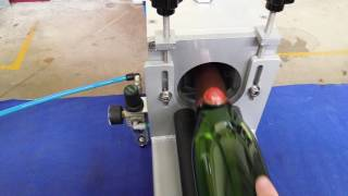 Cadette 1   Semi-Auto Horizontal Foiling Machine   Capsuleuse Horizontale Semi-Auto