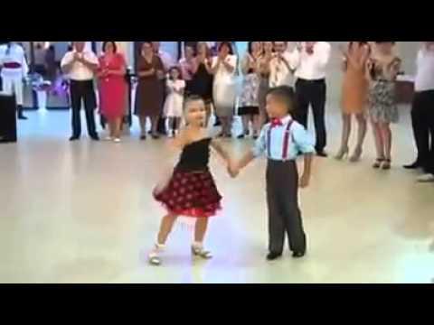 رقص اطفال بيجنن روعة thumbnail