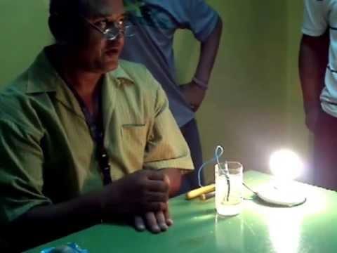 El profesor inventado con agua sal bombillo y luz youtube - Lamparas de sal para que sirven ...