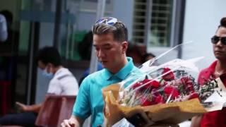 Minh Thuận bật khóc, thích bó hoa Đàm Vĩnh Hưng mang tới tặng(Tin tức Sao Việt)