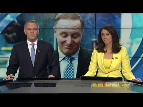 Prime Minister John Key apologises for waitress ponytail pull