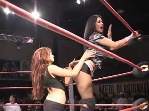 Referee Christy Hemme. Tracy Brooks vs Gail Kim. Hardcore War.2006.09.06
