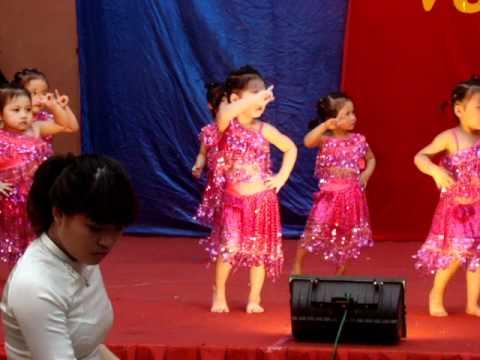 Hoàng Bảo Anh nhảy aerobic bài Nobody ở lễ bế giảng năm học 2011-2012