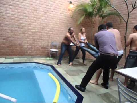 nandinha jogada na piscina