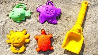 Игры для детей на улице - Собираем Формочки - Видео про Песочницу