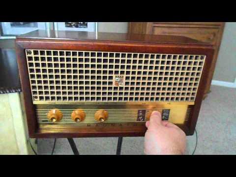 1960 Magnavox 18 (AM FM) Radio (Near MINT)