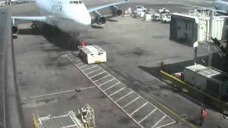 Download Delta 747 collision with tug, an expensive accident 3Gp Mp4