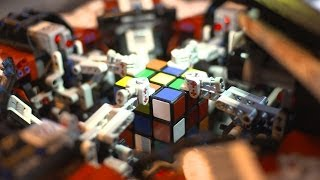 LEGO Robot breaks the Rubik