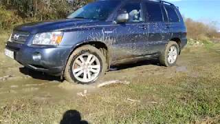 Toyota Highlander Hybrid 4WD-i 2007 Off Road in Small Mud
