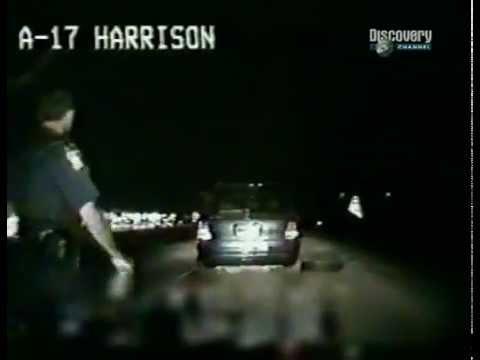 Наркоман сбил полицейского