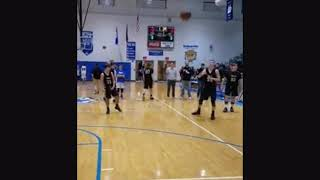 8th grader slam he dunk in the game to!!!!!!!