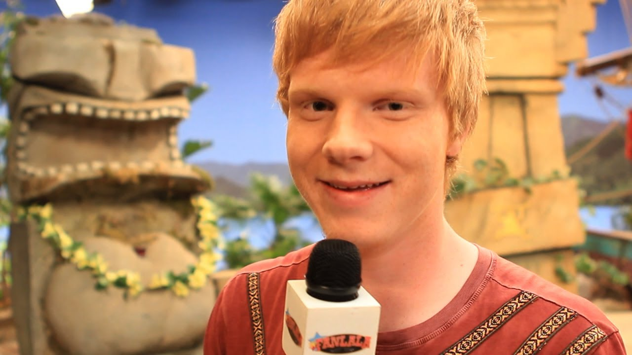 Behind The Scenes Set Tour of Pair Of Kings with Adam ...
