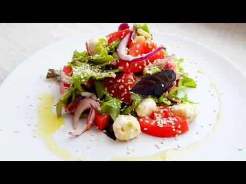 Салат с авокадо легкий, летний